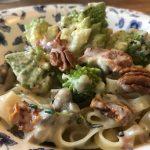 Pasta romanesco met zongedroogde tomaten gorgonzola pecannoten en tijm