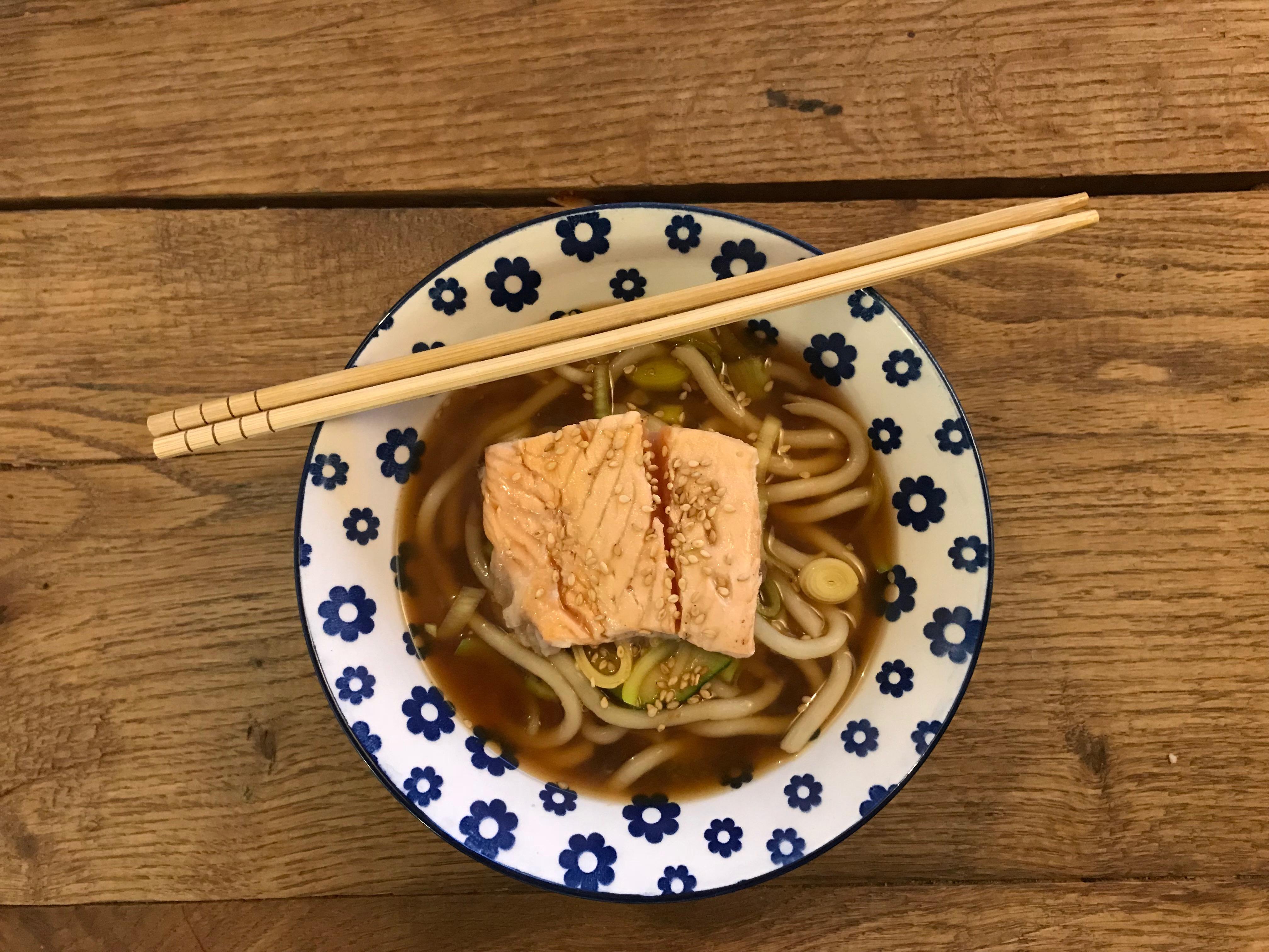 Ramen noodles met zalm