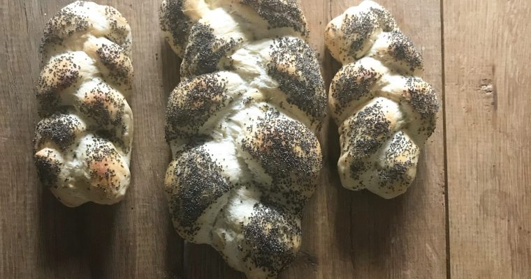 Challe of challah gevlochten traditioneel Joods brood voor sjabbat