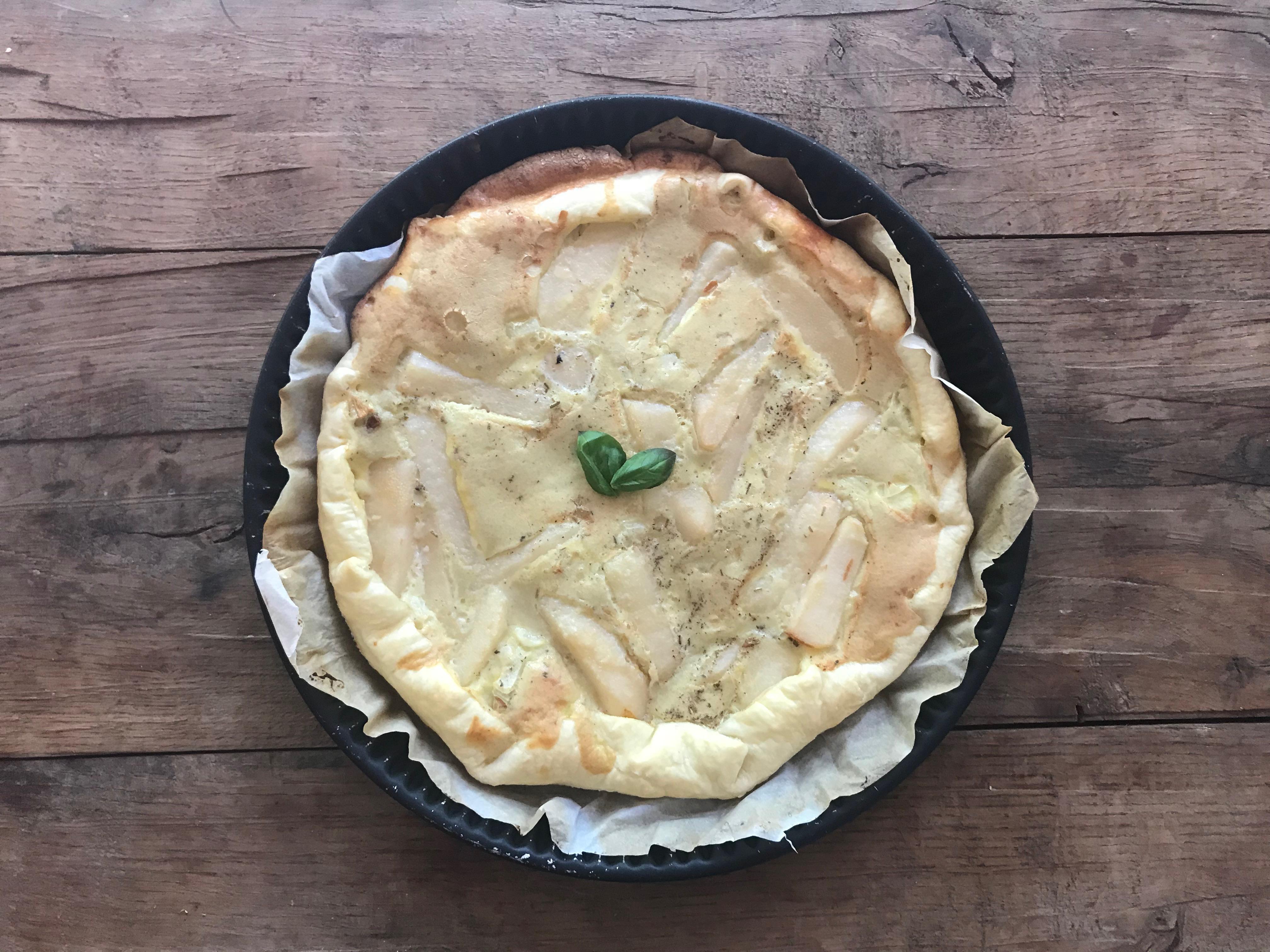 Hartige taart met peer en roquefort