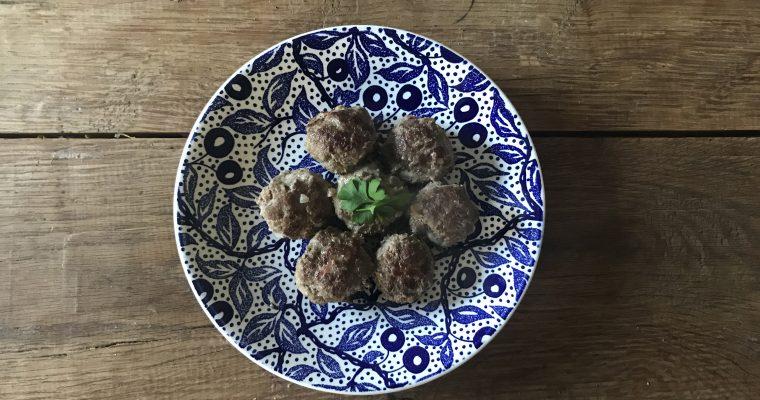 Gehaktballetjes met salie en kruidnagel
