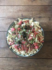 Pastasalade met watermeloen feta en venkel