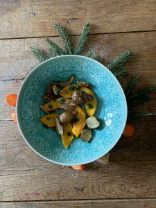 geroosterde pompoen met aardpeer salie en paddenstoelen