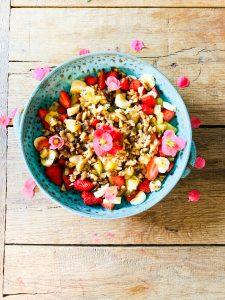 Fleurige fruit salade met noten charoset