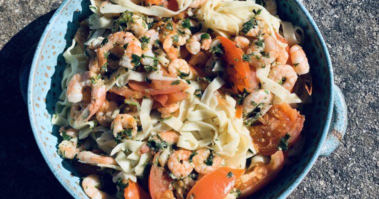 Pasta met garnalen witte wijn en tomaten