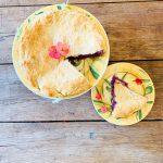 Hartige taart rode kool gorgonzola daslook
